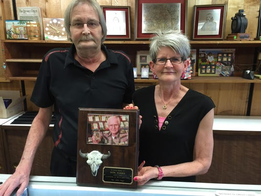 -debbe and dave harris, with plaque honoring their father.jpg_20170608.jpg