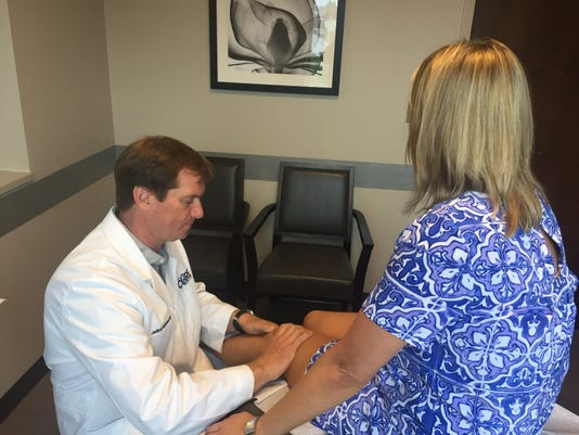 CORE Institute Doctor Jefferey Michaelson examines a woman's knee