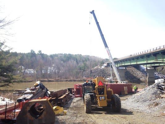 -BUR 0418 I89 Bridge Work 06.JPG_20140417.jpg