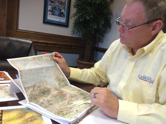 Tummons with map