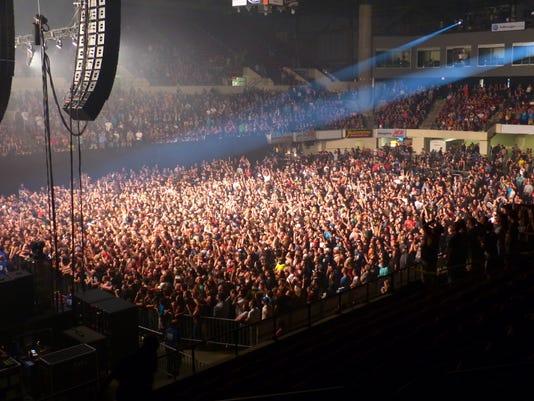 -concert crowd metra.jpg_20140923.jpg