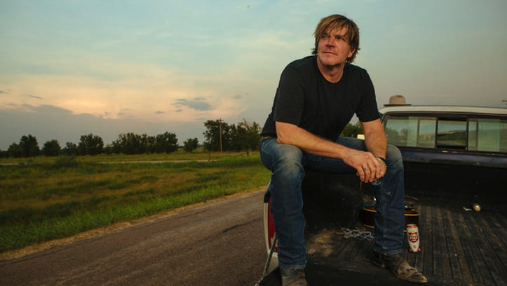 Jack Ingram commits to authenticity in 'Midnight Motel'