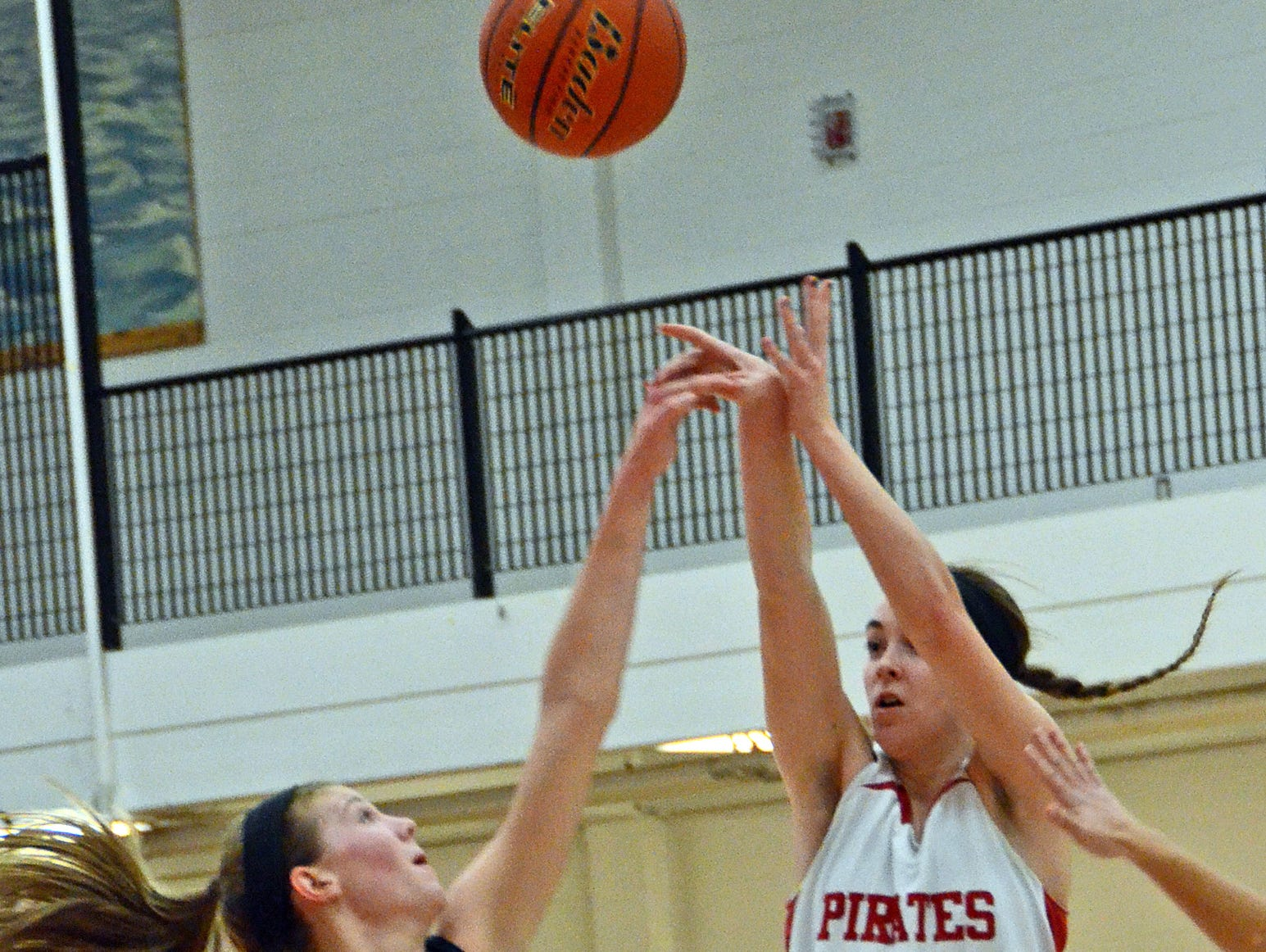 Shannon Dingman (21) goes up for two of her 13 points over Hartland's Lexey Tobel.