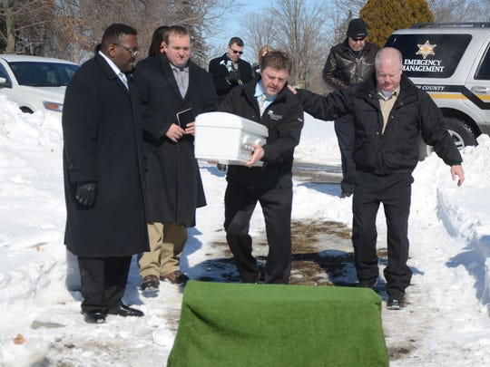 Detective Steve Hinkley carries the casket with help, from left, of Undersheriff Tim Hurtt, Funeral Director Jacob Washburn and Emergency Management Director Durk Dunham.