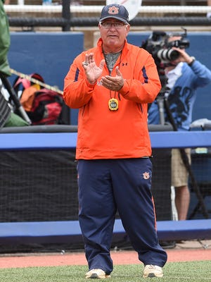 Auburn is prepared to offer softball coach Clint Myers a new contract.