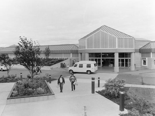 The Kitsap Mall opened in Silverdale in 1985, killing much of the retail scene of downtown Bremerton.