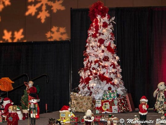 Sunday: Christmas at the Convention Center in Palm