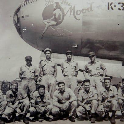 WWII veteran Harold Leavitt, 94, second from right