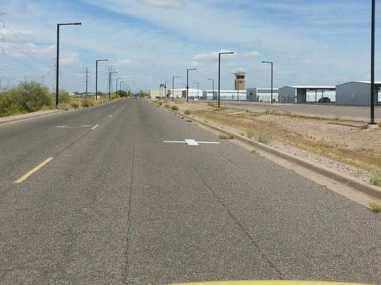 A road leading to Glendale Municipal Airport.