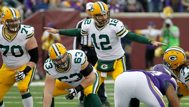 Packers center Corey Linsley (63) waits to snap the ball to quarterback Aaron Rodgers.