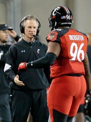 Cincinnati Bearcats head coach Tommy Tuberville checks