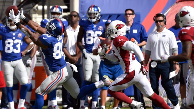 Wide receiver Victor Cruz drops a fourth-quarter pass against the Arizona Cardinals in the Giants' 25-14 loss at MetLife Stadium on Sunday.