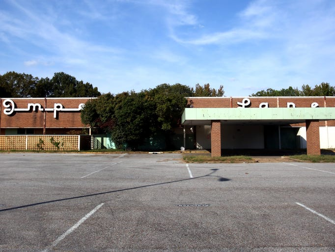 Imperial Lanes, the vacant bowling lanes on Summer