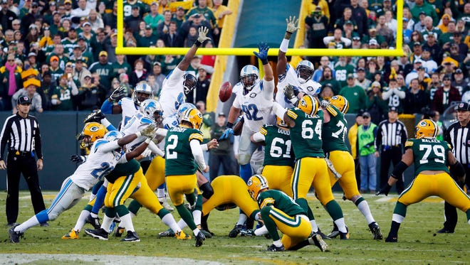 Mason Crosby misfires on a 52-yard field-goal try on the final play of the game Sunday.
