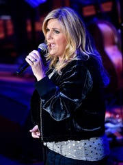 "Trisha Yearwood performs ""The Song Remembers When"""