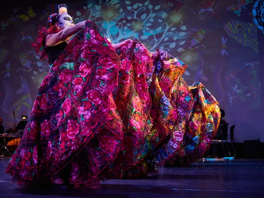 The production consists of an eight-piece orchestra that includes traditional Mexican folk music as well as classical music.