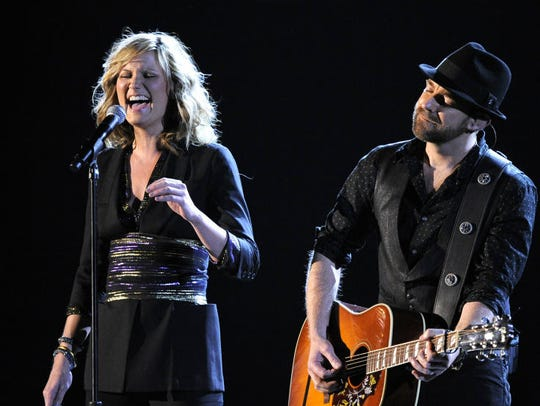 Jennifer Nettles, left, and Kristian Bush of Sugarland