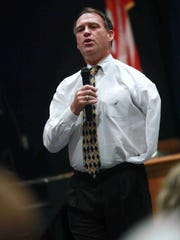 Former Philadelphia Eagle Kevin Reilly speaks at Brandywine