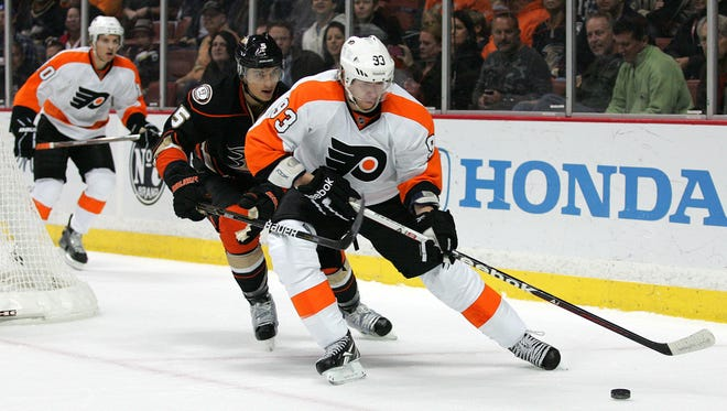 Flyers forward Jake Voracek could be making his return to action Friday.