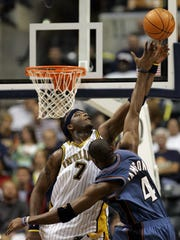 Indiana Pacers' Jermaine O'Neal, left, blocks the shot