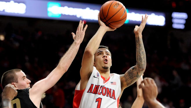Arizona Wildcats guard Gabe York (1) shoots over Oakland Golden Grizzlies guard Max Hooper (10) during the second half at McKale Center in Tucson on Dec. 16. Arizona won 101-64.