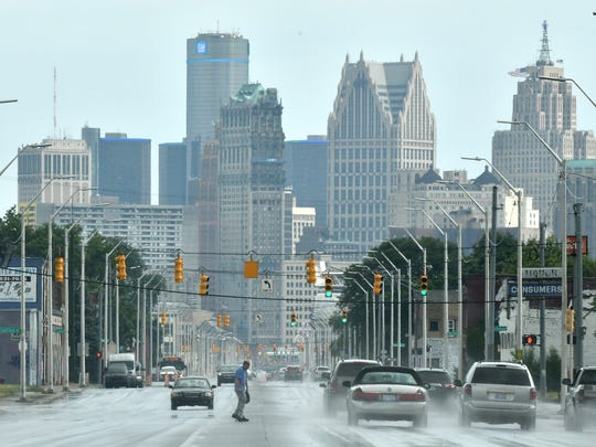 Detroit's population was 673,104 as of last summer, a declineof 2,376 residents.
