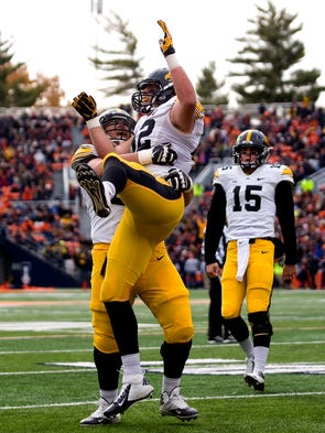 Iowa Hawkeyes tight end Ray Hamilton (82) celebrates