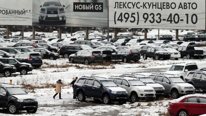 Expectations of price increases have caused General Motors, Audi and Jaguar Land Rover to stop selling cars to dealers in the wake of Russia's economic crisis.