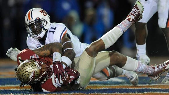 Florida State wide receiver Kelvin Benjamin (1) scores the winning touchdown while defended by Auburn cornerback Chris Davis (11) in second half action of the BCS National Championship Game on Monday January 6, 2014 in Pasadena, Ca.