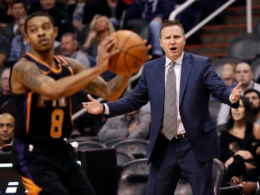 Washington Wizards head coach Scott Brooks, right, reacts during the first half of an NBA basketball game as Phoenix Suns guard Tyler Ulis (8) catches an inbound pass Thursday, Dec. 7, 2017, in Phoenix. (AP Photo/Matt York)