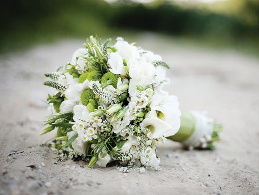 635719613530059920-WeddingBouquet