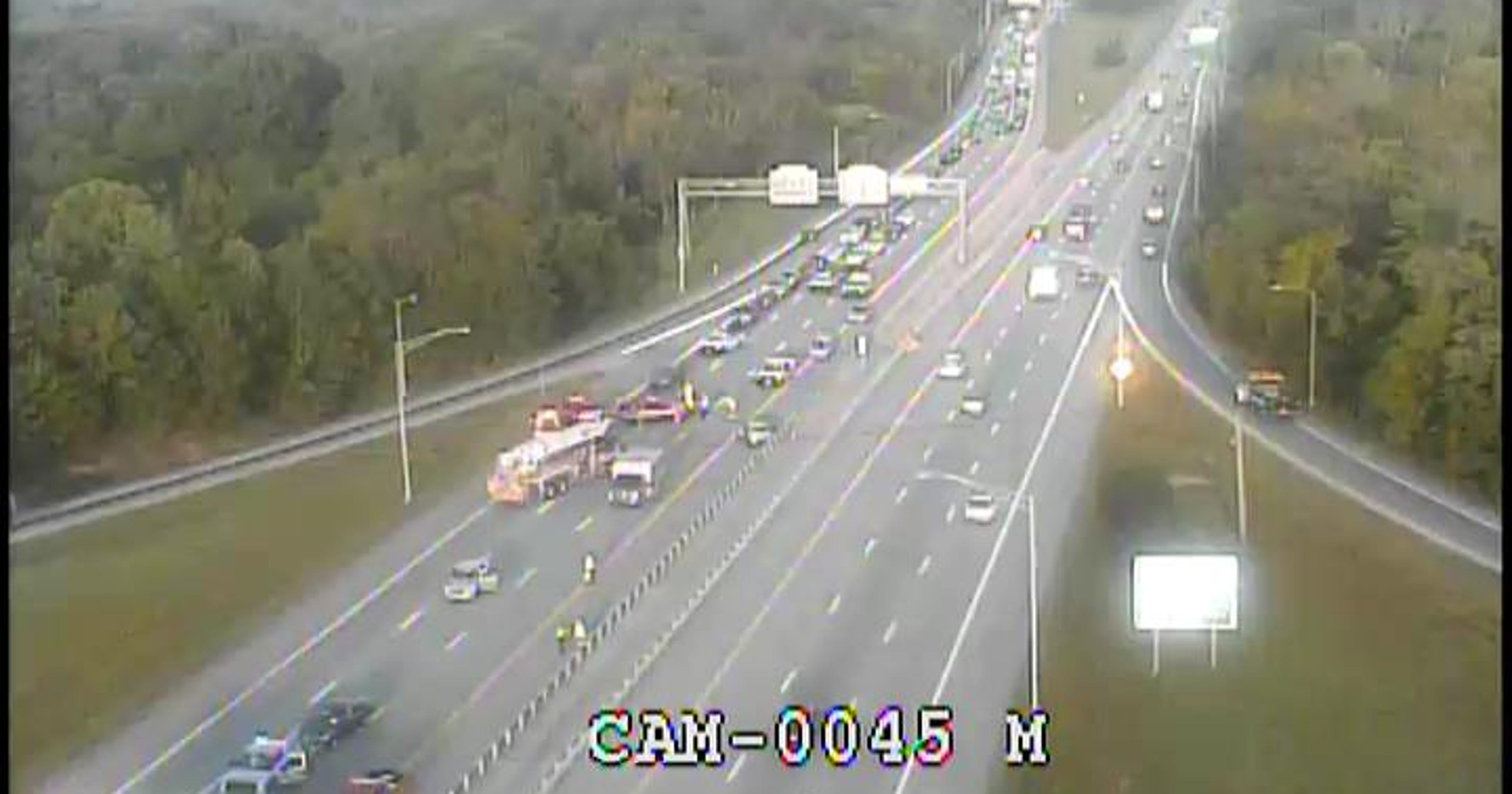 Louisville traffic: lanes reopen after fatal wreck on I-64 near I-265