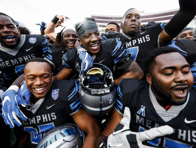 Memphis teammate including Anthony Miller (middle)