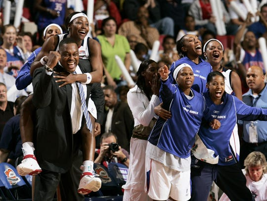 In another top moment at the Joe, the Detroit Shock