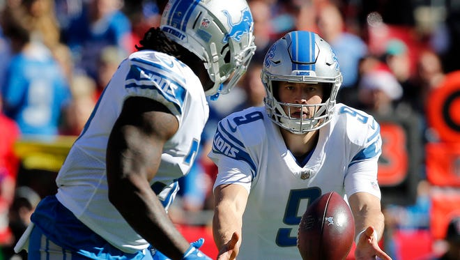 Dec 10, 2017; Tampa, FL, USA; Lions quarterback Matthew Stafford flips the ball to running back Tion Green against the Bucs in the first quarter at Raymond James Stadium.