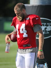 Jets QB Ryan Fitzpatrick took the practice field Wednesday