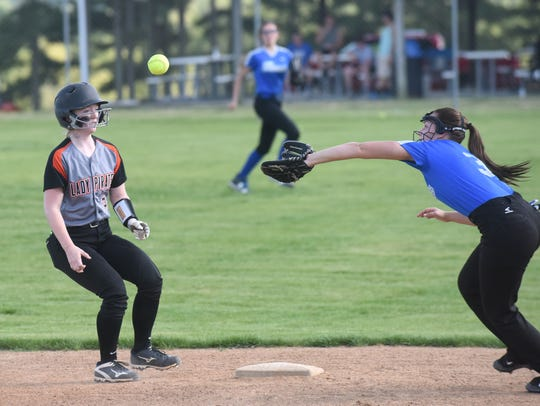 Calico Rock's Camryn Cook gets back to second base