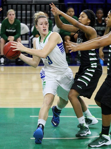 FGCU's Katie Meador passes against USC Upstate on Thursday