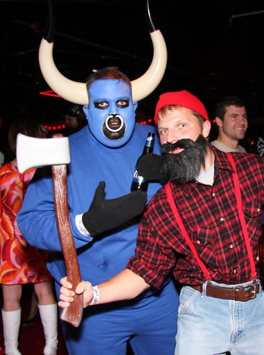 15 photos group and couple halloween costumes