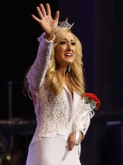 Miss Tennessee Grace Burgess waves to the crowd after