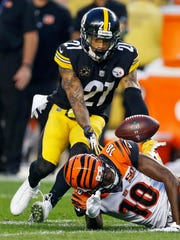 Pittsburgh Steelers cornerback Joe Haden (21) intercepts
