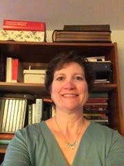 Dr. Lisa Mastrangelo, an associate professor wins award