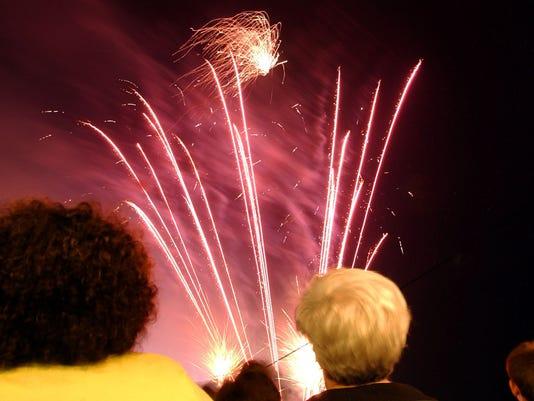 -KD-fireworks-7-4-04-0015.jpg_20080605.jpg