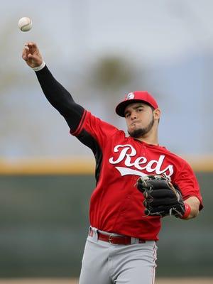 Reds infielder Eugenio Suarez long-tosses at spring training