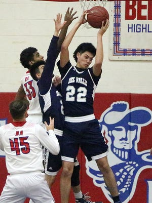 Bel Air hosted Del Valle Friday night in boy's prep basketball action. The Conquistadores prevailed over the Highlanders 47-40.