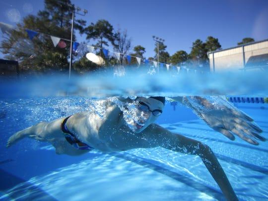 -ABB Swimmer OTY.jpg_20151216.jpg