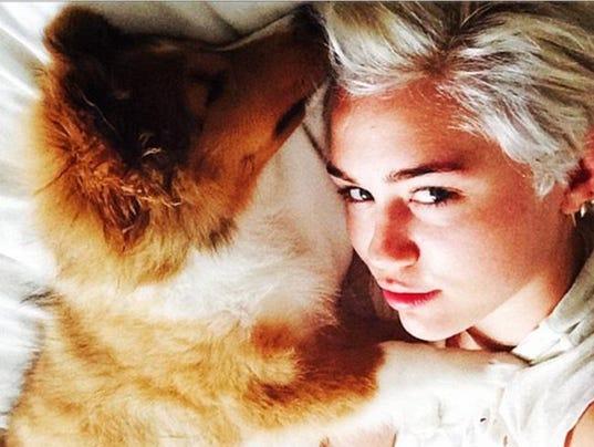 Miley Cyrus and Emu (c) Instagram