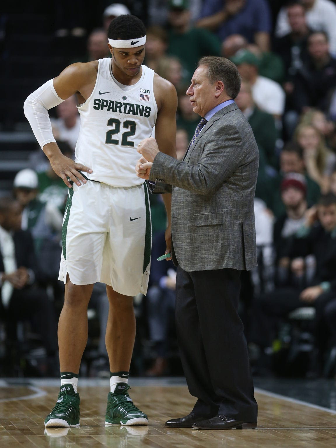 Michigan State Spartans head coach Tom Izzo talks to Miles Bridges against Rutgers in the first half Wednesday, Jan. 4, 2017 at Breslin Center in East Lansing.