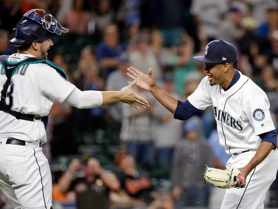 Seattle Mariners closing pitcher Edwin Diaz, right,