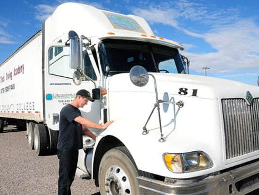 636137806696891988-20121113-025323-111412.LC.truckers1.jpg